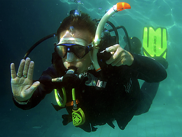 Our PADI Course Director demonstrating the CESA.